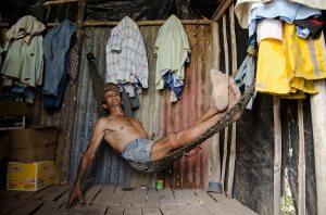 Un piangüero descansa después de su jornada